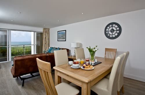 Last Minute Cottages - Stunning Newquay Apartment S132637