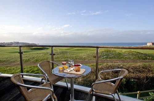 Last Minute Cottages - Captivating Newquay Apartment S132640