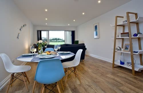 Last Minute Cottages - Attractive Newquay Apartment S132641