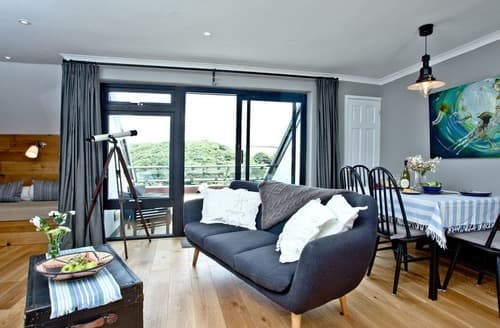 Last Minute Cottages - Cosy Maenporth Apartment S132688