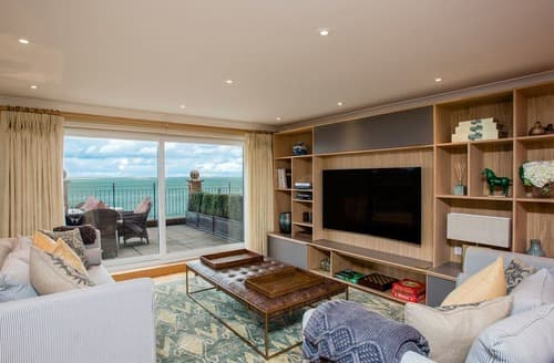 Last Minute Cottages - Solent View Apartment