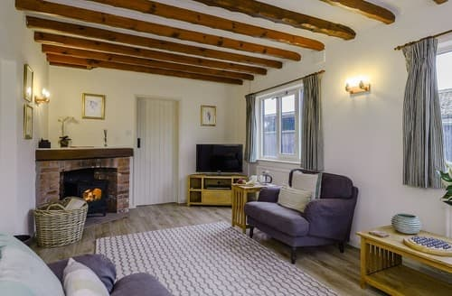 Last Minute Cottages - The Old Saddlery