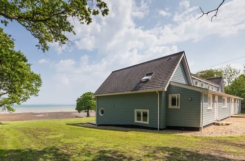 Last Minute Cottages - Cosy Fishbourne Cottage S132762