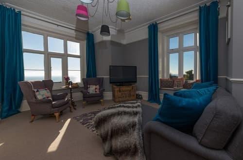 Last Minute Cottages - Charming Ventnor Apartment S132800