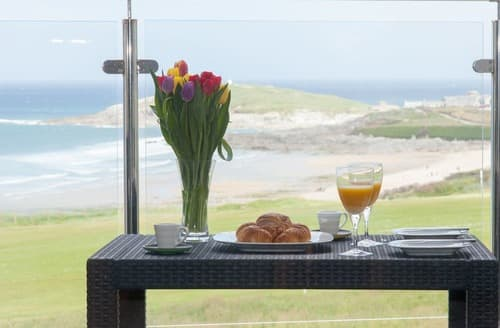 Last Minute Cottages - Delightful Newquay Apartment S132857