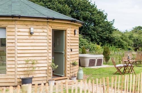 Last Minute Cottages - Wonderful Wootton Bridge Lodge S132869