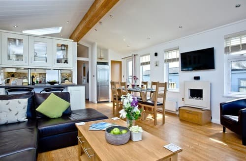 Last Minute Cottages - Luxury Salcombe Lodge S132888