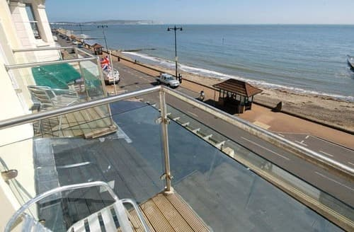 Last Minute Cottages - Luxury Shanklin Apartment S132897