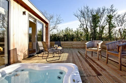 Last Minute Cottages - Cosy Cheddar Lodge S132927