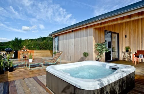 Last Minute Cottages - Luxury Cheddar Lodge S132919