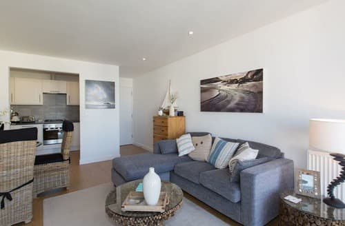 Last Minute Cottages - Splendid Newquay Apartment S132978