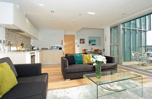 Last Minute Cottages - Luxury Newquay Apartment S133044