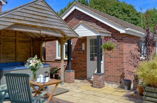 Last Minute Cottages - Luxury Wroxham Cottage S114217