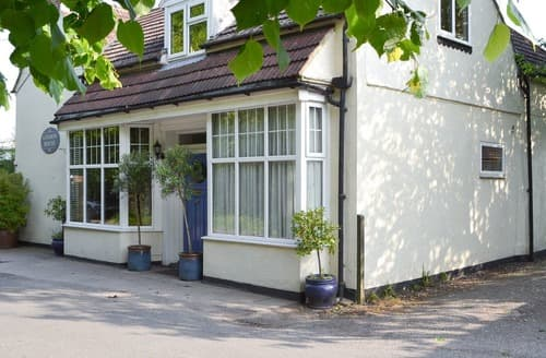Last Minute Cottages - Little London House