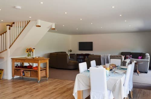 Last Minute Cottages - Cosy Alton Cottage S85506