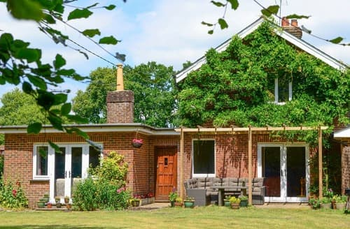 Last Minute Cottages - Excellent Wimborne Lodge S84039