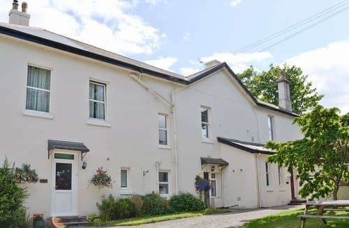 Last Minute Cottages - Superb Torquay Apartment S73406