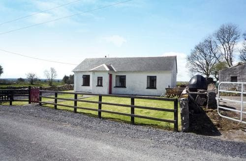 Last Minute Cottages - Lovely Claremorris Cottage S60879