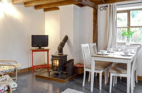Last Minute Cottages - Ty Uchaf