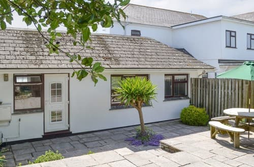 Last Minute Cottages - Charming Padstow Apartment S105881