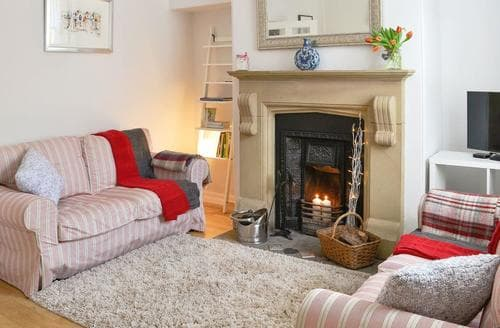 Last Minute Cottages - Beautiful Haworth Cottage S44542