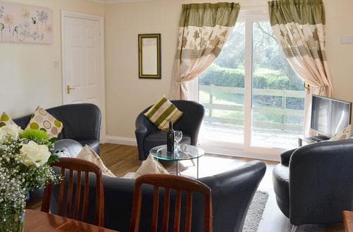 Last Minute Cottages - Rosecraddoc Manor - Riverview