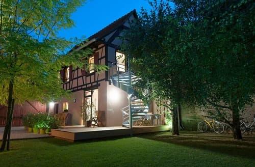 Last Minute Cottages - Dans les Arbres - Le Loft - 2198