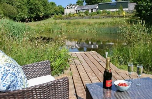 Last Minute Cottages - Exquisite Menai Bridge Cottage S104924