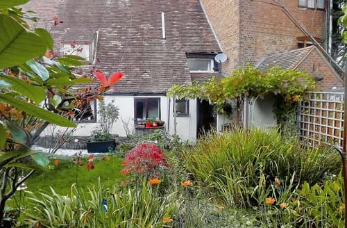 Dog Friendly Cottages - Splendid Gloucester Cottage S16242