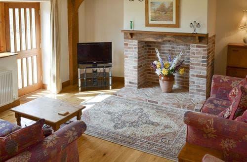 Last Minute Cottages - PLOVERS REST - 28010