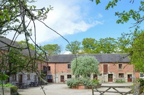 Last Minute Cottages - Middleton- QUX
