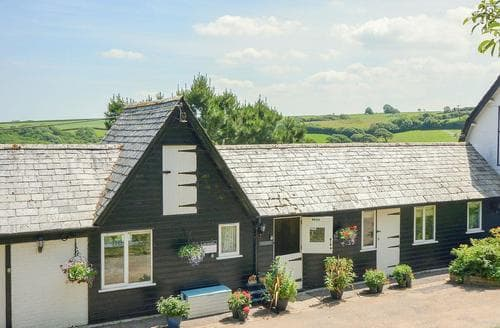 Last Minute Cottages - Delightful Bude Lodge S43968