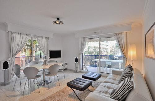 Last Minute Cottages - Beautiful Nice Apartment S65888