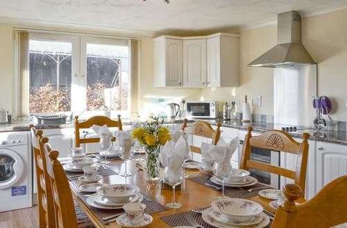 Last Minute Cottages - Inviting Glasgow Lodge S94232