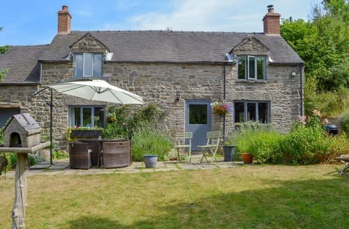 Dog Friendly Cottages - Captivating Leek Cottage S113957
