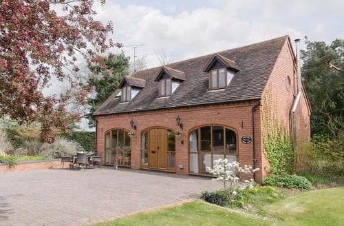 Last Minute Cottages - Beautiful Alcester Cottage S79950