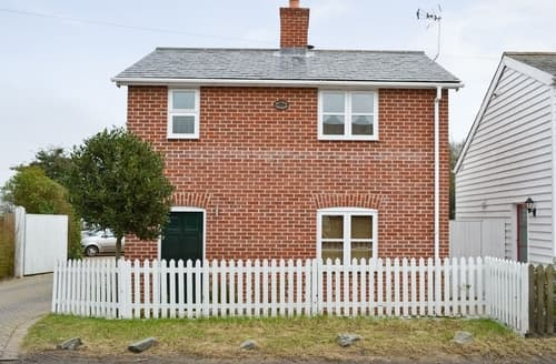 Last Minute Cottages - Superb Colchester Cottage S25143