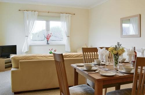 Last Minute Cottages - Attractive Glasgow Lodge S94233