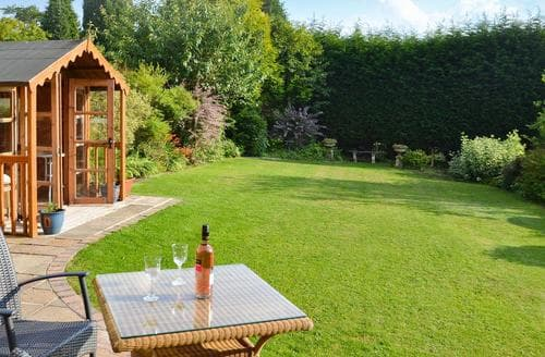 Last Minute Cottages - Heather House