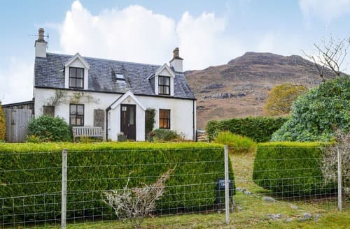 Last Minute Cottages - Cosy Strathcarron Cottage S22870