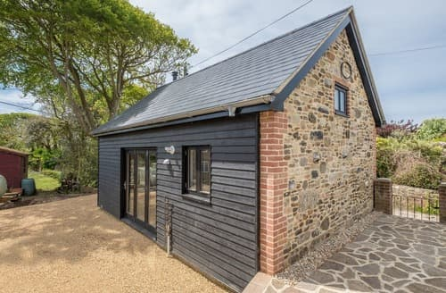 Dog Friendly Cottages - Tasteful Brighstone Cottage S105740