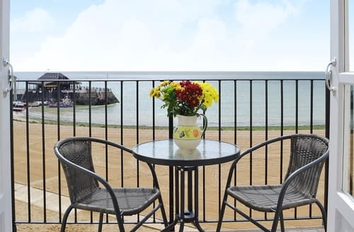 Last Minute Cottages - Quaint Broadstairs Apartment S13563