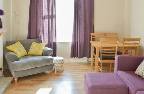 Last Minute Cottages - Gorgeous Torquay Apartment S94940