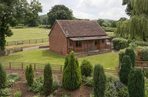 Last Minute Cottages - Lovely Ledbury Lodge S16926