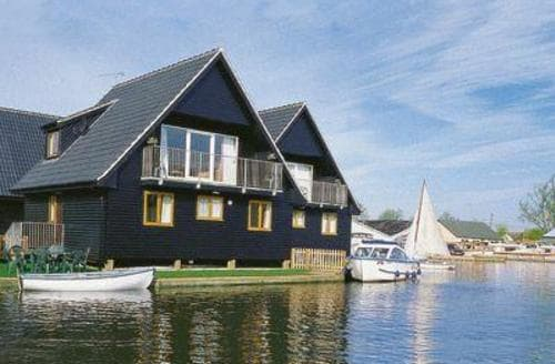 Dog Friendly Cottages - Excellent Wroxham Lodge S17719