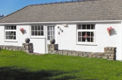 Last Minute Cottages - Beautiful Benllech Cottage S24729