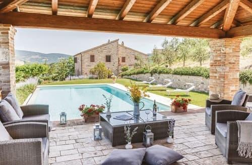 Last Minute Cottages - Castello di Petroro