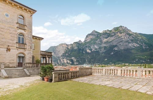Last Minute Cottages - Stunning Lake Garda Apartment S120402