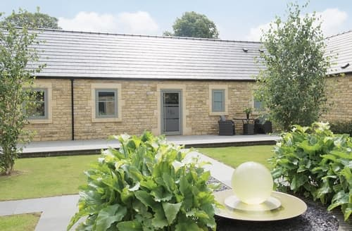 Dog Friendly Cottages - Quaint Grantham Cottage S15739