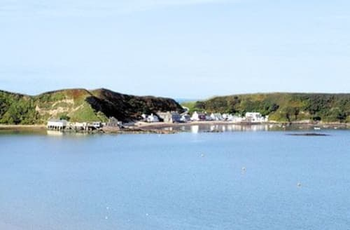 Last Minute Cottages - Quaint Nefyn Apartment S22308